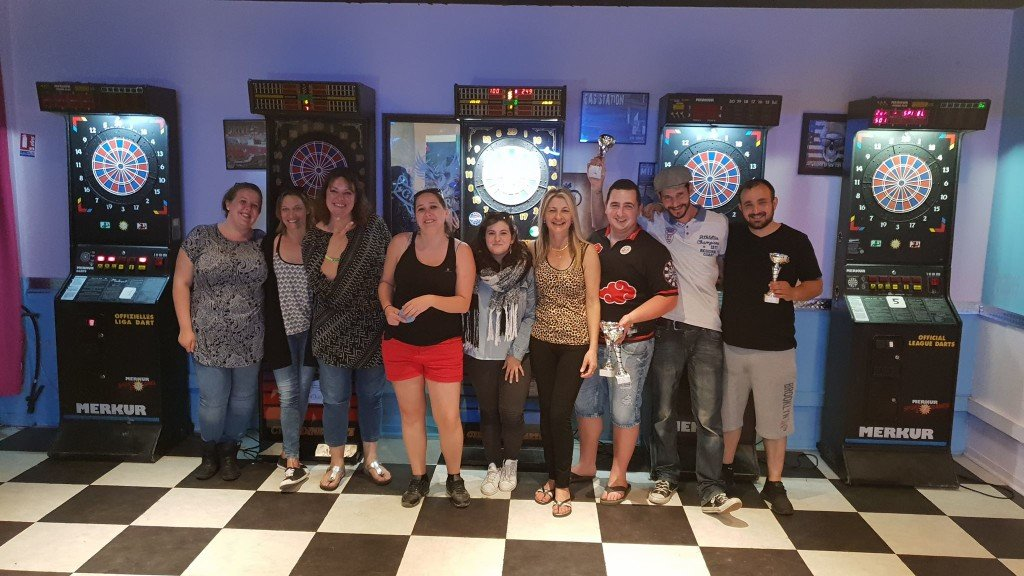 Les vainqueurs du tournoi de fléchettes en doublette, c'était la fête au FCJ. crédit photo :Turia
