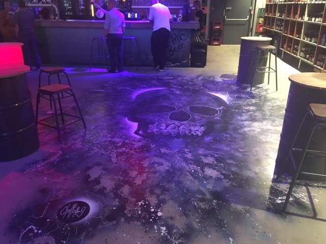 La fresque de nuit sur le sol du M'Beer.