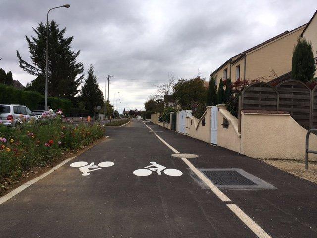 La voie cyclable en bout de piste