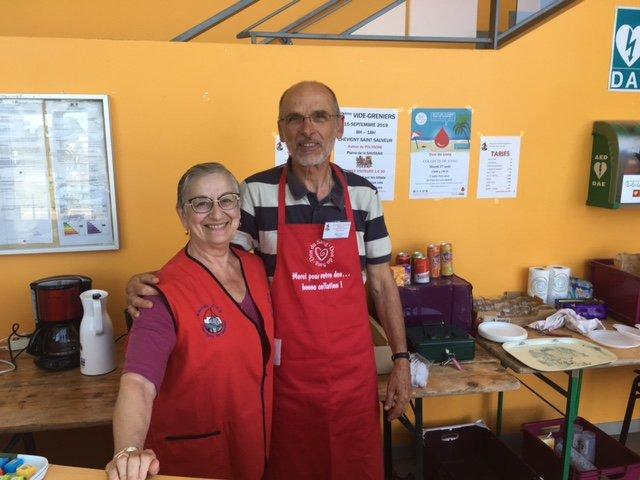 Françoise,Didiot bénévole et Denis Favrat Président de l'amicale pour le don de sang bénévole de Chevigny