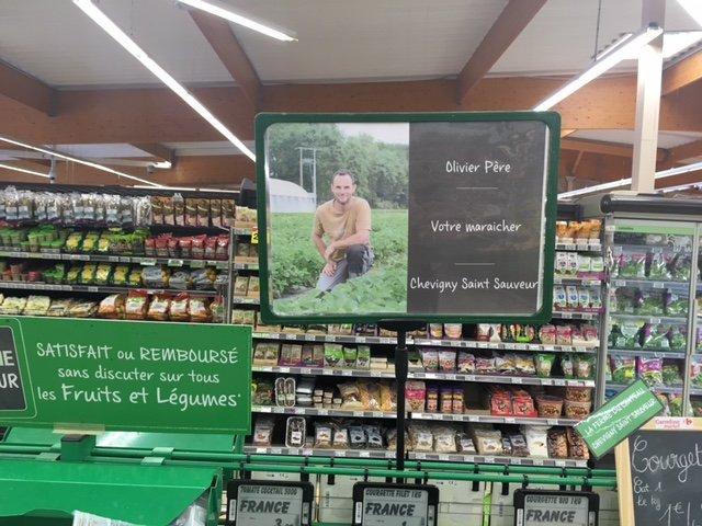 Olivier Père et ses produits locaux dans les rayons du Carrefour Market