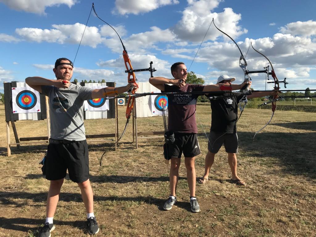 Les archers Chevignois sur la zone du pas de tir