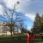 Le ballon donne du fil à retordre